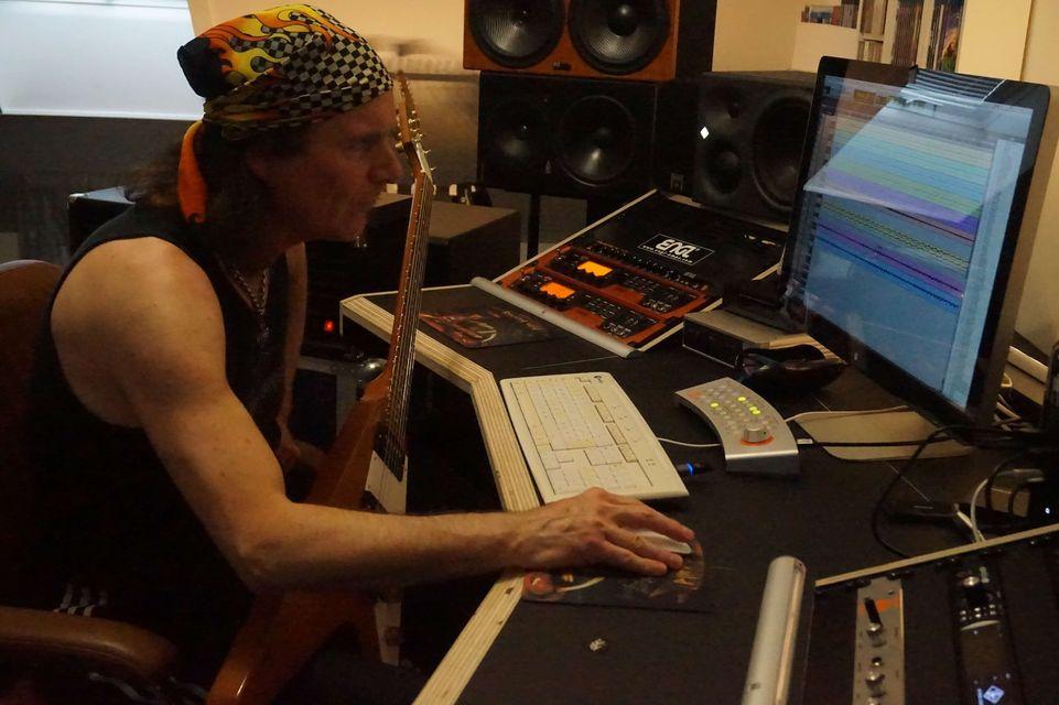 Running-Wild-Frontmann Rolf Kasparek im Studio